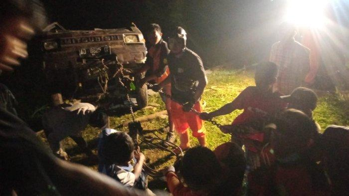 Mobil L300 Hancur Kecelakaan Nyemplung ke Sungai Sedalam 15 Meter di Karanganyar: Sopir Mengantuk