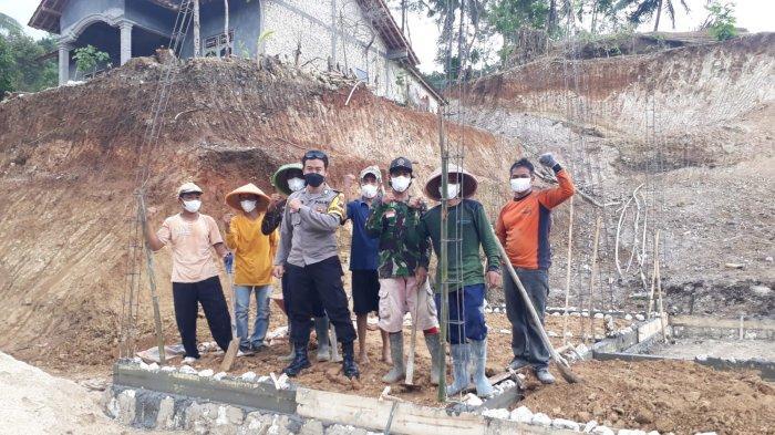 Bripka Aditya Bangunkan Rumah Warga Tanpa Tempat Tinggal: Insya Allah Bisa Pakai UangTabungan