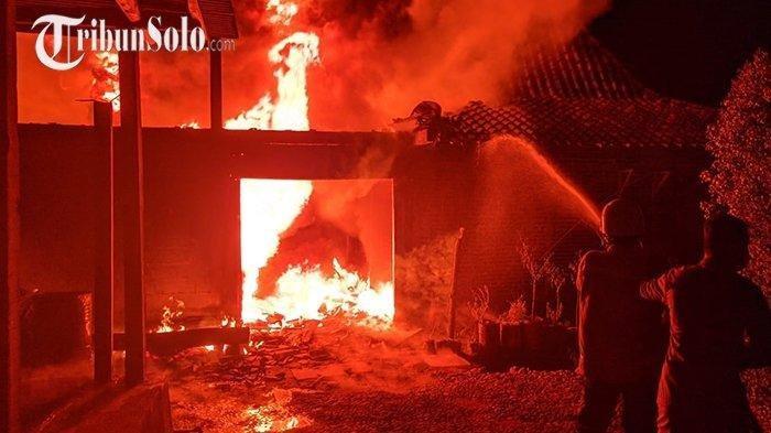 Terjadi Kebakaran Rumah di Karanganyar