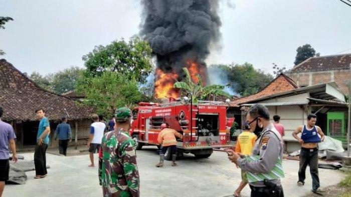 Kebakaran Toko Pangkalan Gas di Tanon Sragen, Merembet ke 2 Rumah Lain, 4 Orang Derita Luka Bakar