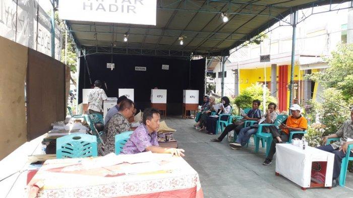 Warga Kembali Mencoblos di TPS 20 Sampangan