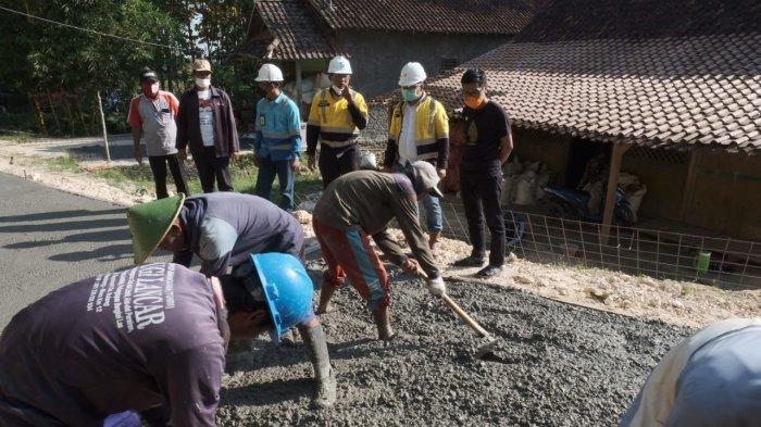 Semen Gresik Bangun Jalan Desa dan Betonisasi Senilai Rp 828 Juta