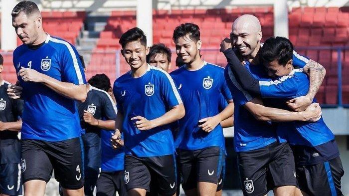 Tim Liga 1 PSIS Semarang memulai latihan perdanya setelah libur panjang PPKM Darurat di Stadion Citarum Semarang, Minggu (8/8/2021)