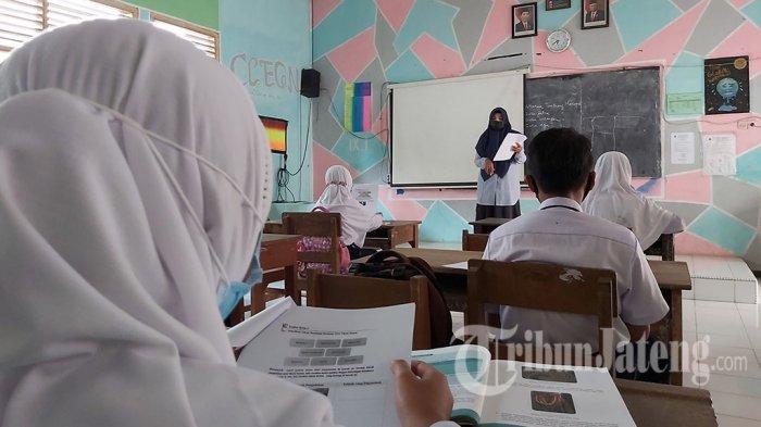 Suasana pembelajaran tatap muka di SMPN 1 Wonopringgo, Kabupaten Pekalongan, Jawa Tengah.