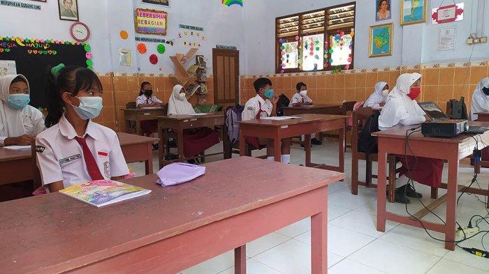 Evaluasi PTM Hari Pertama di Sragen: Masker Guru Melorot Jelang Siang