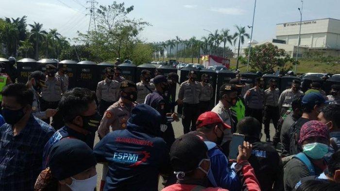Delapan Polisi yang Amankan Demo UU Cipta Kerja di Bekasi Dinyatakan Positif Covid-19