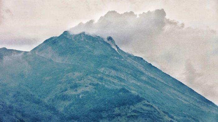 Puncak Gunung Merapi Kecamatan Selo, Kabupaten Boyolali, Jawa Tengah, Sabtu (21/11/20).