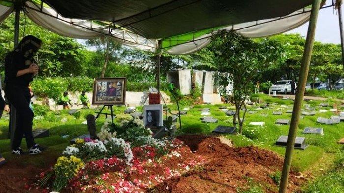 Pusara Rina Gunawan di TPU Tanah Kusir, Jakarta Selatan. Rina Gunawan meninggal dunia pada Selasa (2/3/2021)