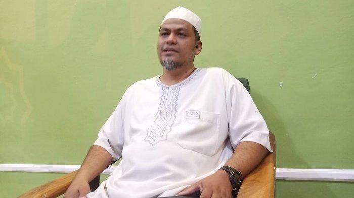 Putra Abu Bakar Ba'asyir, Abdul Rochim atau biasa akrab dipanggil Ustaz Iim yang mengganti ayahandanya mengelola Ponpes Al-Mukmin Ngruki di Dukuh Ngruki RT 04 RW 17, Desa Cemani, Kecamatan Grogol, Kabupaten Sukoharjo, Senin (4/1/2021).