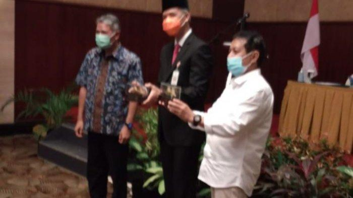 Penerapan protokol kesehatan (prokes) pada pelaksanaan Uji Kompetensi Wartawan (UKW) yang diadakan di Hotel Novotel Semarang, Jumat-Sabtu (26-27/2/2021).