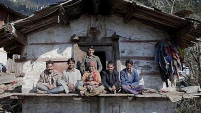 Wanita Ini Nikahi 5 Pria Bersaudara, Tidur Bersama di Satu Tempat: Awalnya Saya Agak Canggung