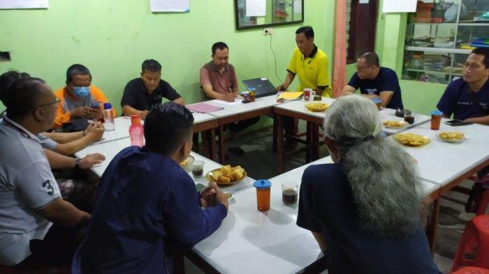Rapat pengurus Pemuda Katolik Karanganyar, Jumat (11/6/2021).