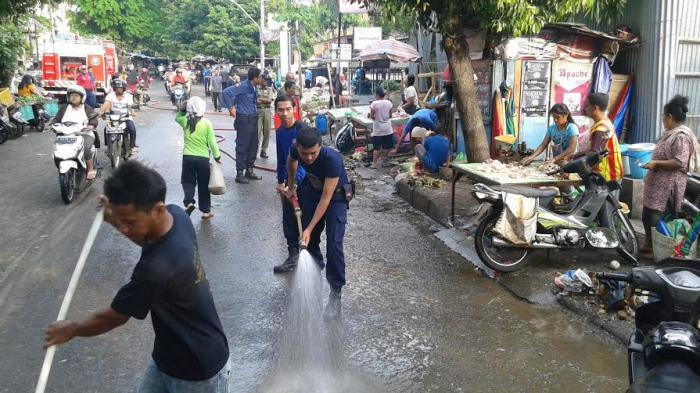 Hotline Semarang: Tertibkan Mobil Pedagang yang Parkir di Jalan Lampersari