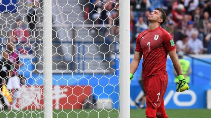 Hasil Uruguay Vs Prancis - Blunder Fatal Fernando Muslera Antarkan Tim Ayam Jantan ke Semifinal