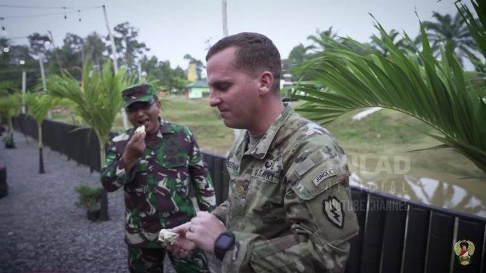 Reaksi Tentara Amerika saat Diminta Cicipi Buah Durian dan Pempek, Pertama Bingung, Lalu. . .