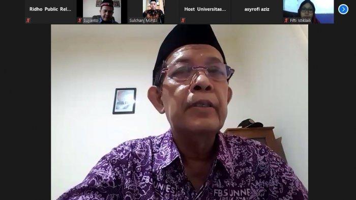 Rektor Universitas Ivet Prof Dr Rustono memberikan sambutan dalam kegiatan Kajian Ramadhan melalui zoom jumat 30/4/2021