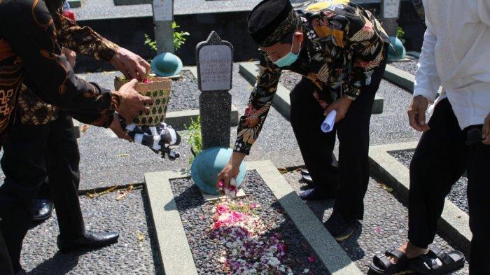 Jelang Ramadhan Pimpinan Universitas Ivet Semarang Ziarahi Makam Para Pendiri