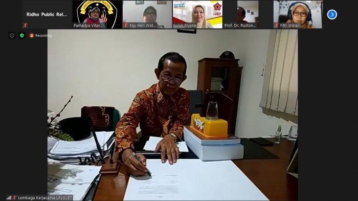 Rektor Universitas Ivet Prof Dr Rustono menandatangani Naskah perjanjian kerjasama antara Universitas Ivet dengan Universitas Kadiri melalui daring selasa (8/6/2021)