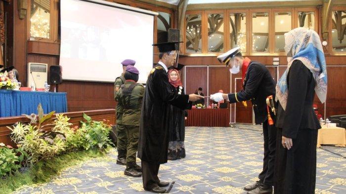 Wisuda Blended System Universitas Ivet Semarang Luluskan 666 Mahasiswa
