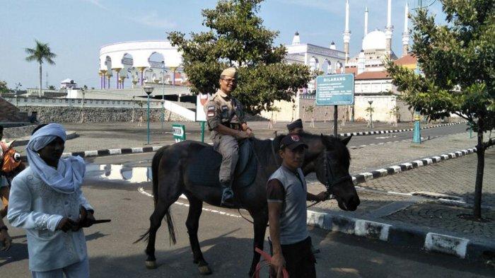 Peringati Hari Pahlawan, Rektor UPGRIS Nunggang Kuda dari Kampus ke MAJT