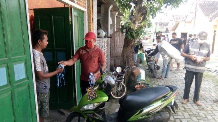 Virus Corona, 4.000 Masker Dibagikan Kepada Warga Desa Ngasem Colomadu Karanganyar