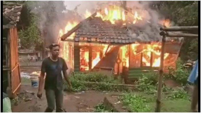 Ayah Sudah Renta dan Buta, Anak Durhaka Ini Bukannya Merawat Malah Membakar Rumahnya
