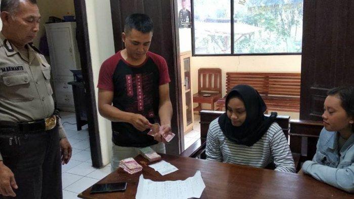 Temukan Uang Rp 19 Juta di Jalan, Ini yang Dilakukan Dua Siswi SMK 1 Puhpelem Wonogiri