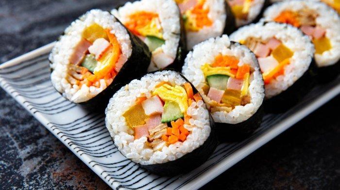 Resep Kimbab Makanan yang Selalu Muncul di Drama Korea