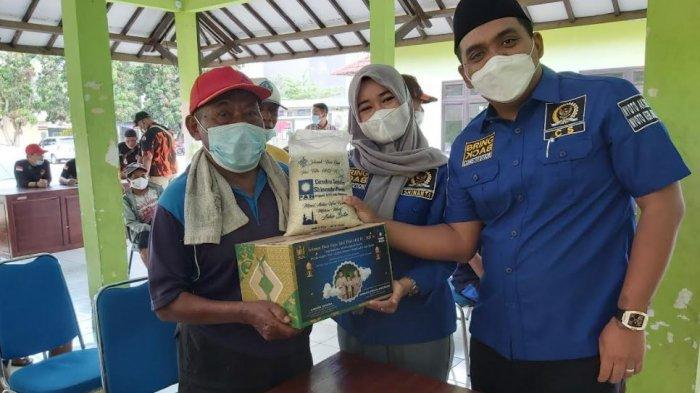 Shinanta Previta Anggreani anggota DPRD Kabupaten Pekalongan menggelar reses bersama penarik becak di Aula Kecamatan Bojong, Kabupaten Pekalongan, Jawa Tengah