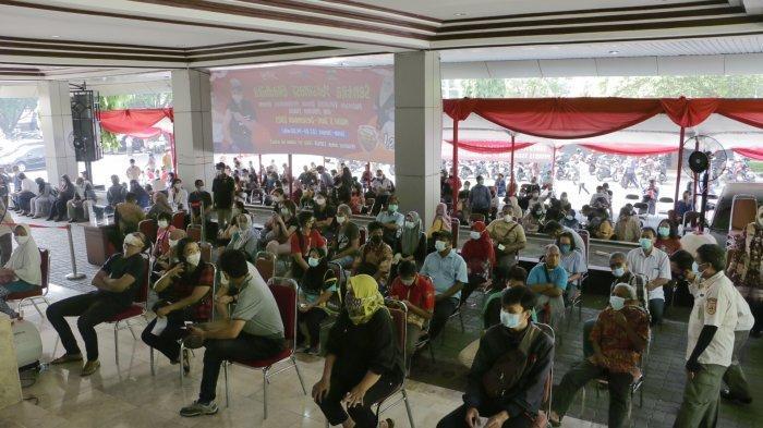 Gubernur Ganjar Buka Suara Soal Vaksinasi Covid Massal di Gedung Gradhika yang Picu Kerumunan