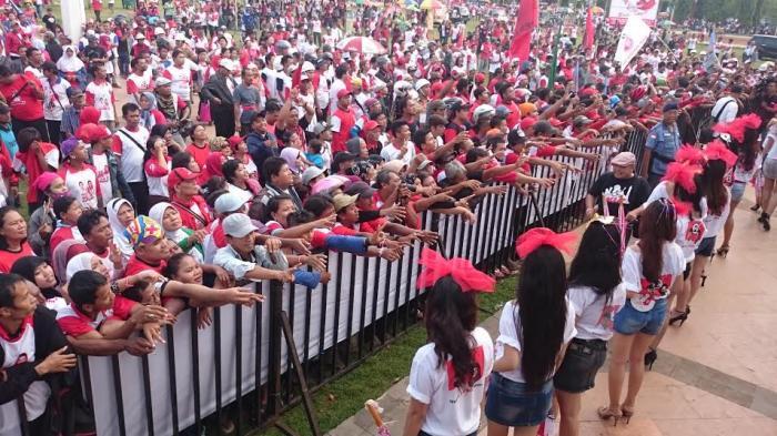 Ribuan Orang Padati Kampanye Hendi Ita di Simpanglima, Lalulintas Tersendat