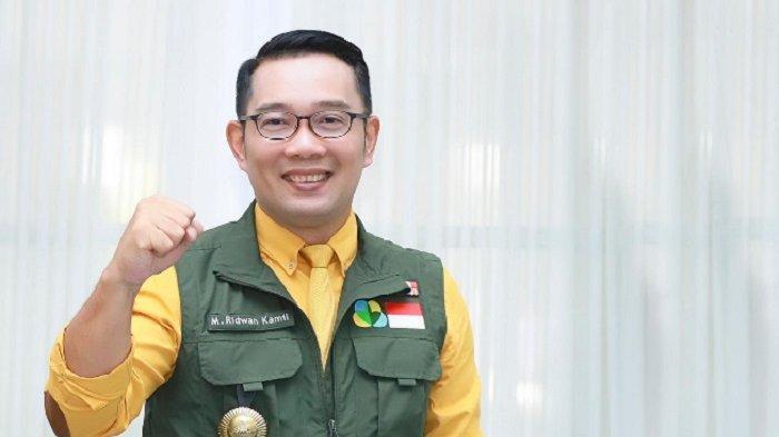 Ada Warga Terdampak PPKM Tak Terdaftar Penerima Bantuan, Ridwan Kamil Bagi-bagi Sembako di Jalan