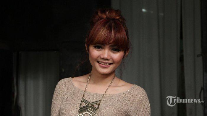 Rina Nose Jelaskan Maksud Kaus I Believe In Siti Fadilah: Asumsi Kalian Didasari Kebencian