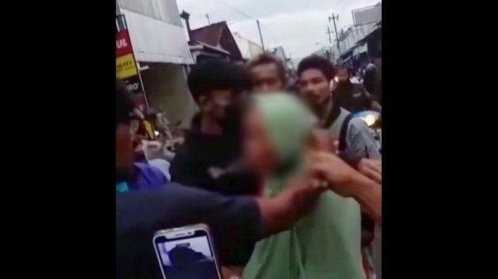 Nenek Ini Diarak Warga Setelah Tertangkap Mencopet di Pasar Mandiraja Banjarnegara, Begini Nasibnya
