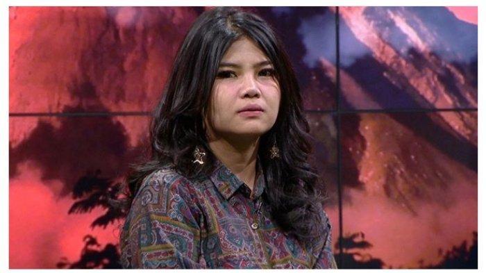 Rosa Meldianti Keponakan Dewi PerssikLabrak Pengunjung yang Diam-diam Memotret Dirinya