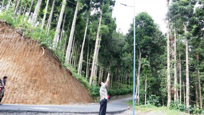 Jalur Banjarnegara-Kebumen Ruas Wanasari-Pesangkalan Diterangi Lampu Tenaga Surya