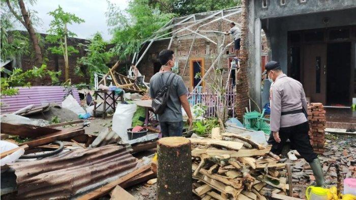 Angin Puting Beliung Landa Desa Waru Mranggen, 6 Rumah Rusak