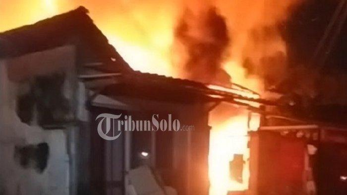 Terjadi Kebakaran Rumah di Solo Malam Ini