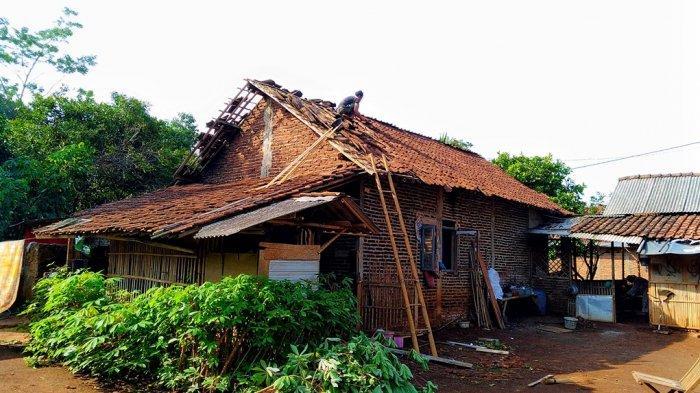 43 Rumah Warga Boja Rusak, Pepohonan Juga Tumbang - Angin Puting Beliung di Kendal