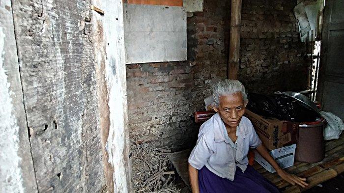 Baznas Karanganyar Bantu Renovasi Rumah 2 Warga Colomadu Tinggal di Kandang Ayam
