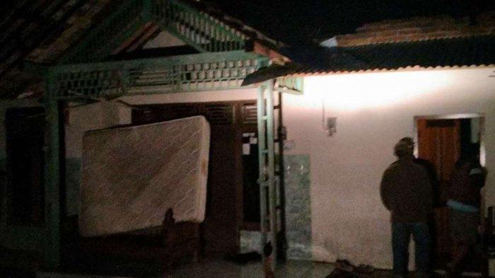 Istri dan Anak Muifur Terpaksa Tidur di Rumah Tanpa Atap - Warga Terdampak Angin Kencang di Batang