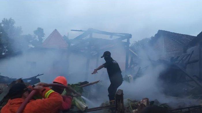 Diduga Korsleting Listrik, Rumah Warga di Trangkil Pati Ludes Terbakar Api