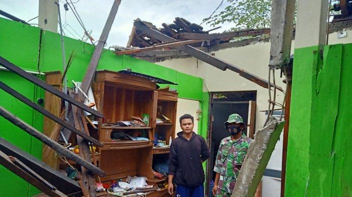 Rumah Warga Demak Rusak Tertiup Angin Kencang