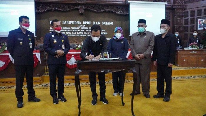 DPRD Kabupaten Batang Tetapkan RUU Perda Pengembangan Industri dan Klasifikasi BPBD