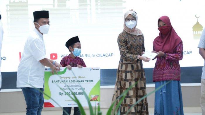 Berbagi Santunan Warnai Safari Ramadhan Dirut PT KPI di Kilang Pertamina Cilacap