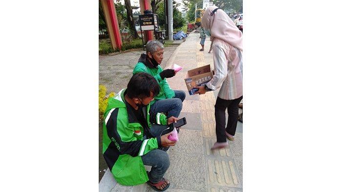 Di Bulan Penuh Berkah, BEM Unisvet Semarang Bagi-bagi Takjil