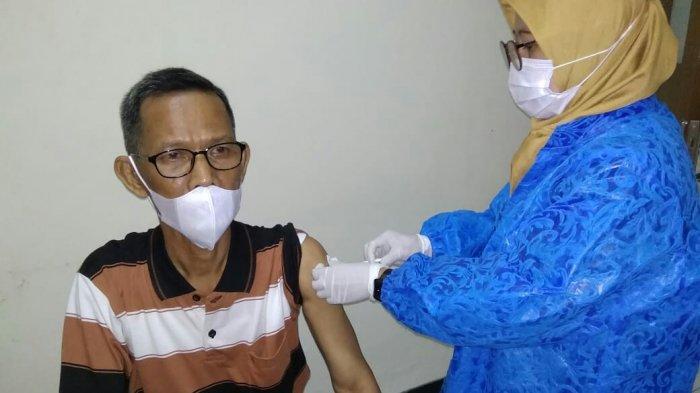 90 Calon Jemaah Haji & Lansia di Kabupaten Tegal Ikuti Vaksin Covid-19, Mabruri: Tak Batalkan Puasa