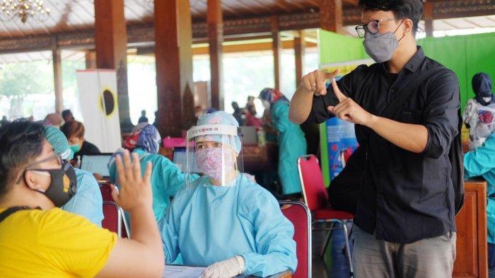 Vaksinasi untuk Penyandang Disabilitas di Solo, Penerjemah Khusus Dampingi Tenaga Kesehatan