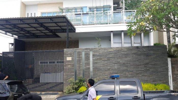 Salah satu rumah mewah dua lantai di Jalan Danau Semayang, Kelurahan Sungai Pinang Luar, Kota Samarinda, Kalimantan Timur, yang dirampok tiga pelaku, pada Selasa (20/4/2021). (Istimewa)