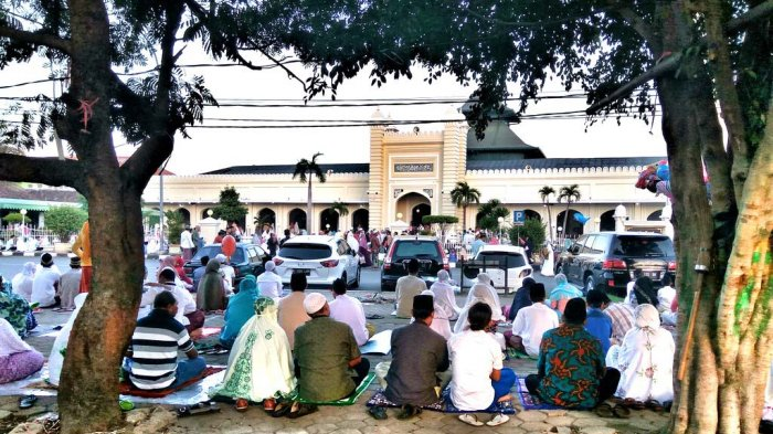 Pemudik Salat Id di Masjid Agung Kauman Pekalongan